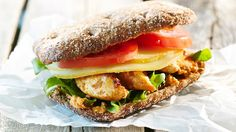 Mausteinen broilerileipä Sandwiches, Food, Essen, Meals, Paninis, Yemek, Eten