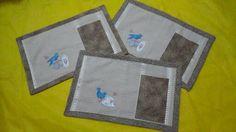 Porta prato e talheres com toalha de lavabo. Tema: pássaros azuis R$ 24,50 a unidade