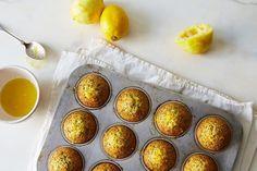 Pastelito de Limón y Semillas de Amapola   17 Comidas horneadas que deberías preparar este fin de semana