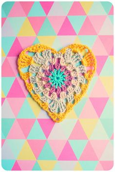 Shara Lambeth Designs shares a cute little crocheted heart she made using the tutorial available on Bunny Mummys blog.  Great for beginners!