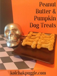 This peanut butter & pumpkin dog treat recipe is a great treat that my dogs LOVE. Make 'em with regular white flour or a gluten free baking mix for dogs with allergies. Puppy Treats, Diy Dog Treats, Homemade Dog Treats, Dog Treat Recipes, Dog Food Recipes, Pumpkin Dog Treats, Dog Cookies, Dog Biscuits, Diy Stuffed Animals