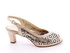 Lo dorado está de moda...  #tendencias #tendencia #zapatos #fashion #tiendaonline #zapato #shoes
