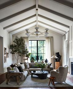 An Entertainment Veteran's L.A. Ode to Captivating Style | Architectural Digest