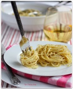 cacio e pepe (pasta with cheese and pepper) ~ a simple italian side to accompany grilled meats ~ easy and fast ~ delicioso! ~ recipe