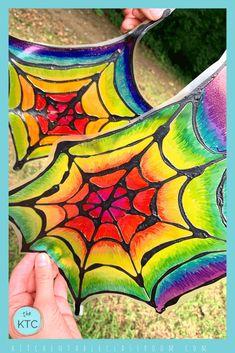 Spider Web Craft, Spider Crafts, Halloween Art Projects, Fall Art Projects, Halloween Ideas, Sharpie Colors, 3rd Grade Art, Grade 3, October Art
