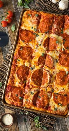 Keto Pizza Bread – Pulls Apart Pizza cravings are no joke. They can take you down quickly, and are a good reason to avoid certain frozen sections in your grocery store. Grab a gooey piece of indulgent keto bread instead. Ketogenic Recipes, Low Carb Recipes, Diet Recipes, Healthy Recipes, Pizza Recipes, Bread Recipes, Ketogenic Cookbook, Dessert Recipes, Simple Recipes