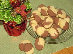 Hukkasin tämän reseptin ja nyt löysin jostain blogista ja eikun tekemään. Todella suuhun sulavia lemppareitani. Kananmunaton, kasvisruoka. Reseptiä katsottu 18018 kertaa. Reseptin tekijä: peetu1. Food And Drink, Pudding, Sweets, Cookies, Baking, Desserts, Sweet Pastries, Biscuits, Bread Making