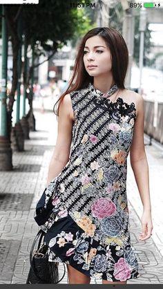 Batik Fashion, Ethnic Fashion, African Fashion, Model Dress Batik, Batik Dress, Dress Brukat, Dress Cuts, Traditional Fashion, Traditional Dresses