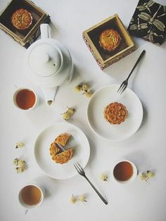 Mooncake with lovely tea