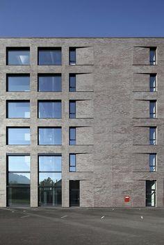 arcguide - Suche / Herstellernews / Detail / Keramikfassade bricht Konventionen
