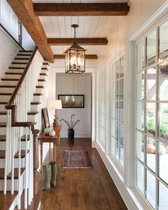 Interesting Floor to Ceiling Windows Ideas for Modern Houses – Interior Design Design Salon, Design Hotel, House Design, Dream Home Design, Flur Design, Foyer Decorating, Floor To Ceiling Windows, Wall Of Windows, Plank Ceiling