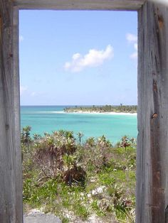 Picturesque Bahamas - http://www.travelandtransitions.com/destinations/destination-advice/latin-america-the-caribbean/