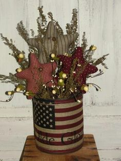 use large vegetable aluminum cans to paint this as a planter Americana Crafts, Patriotic Crafts, Country Crafts, July Crafts, Primitive Crafts, Summer Crafts, Holiday Crafts, Patriotic Party, Fourth Of July Decor