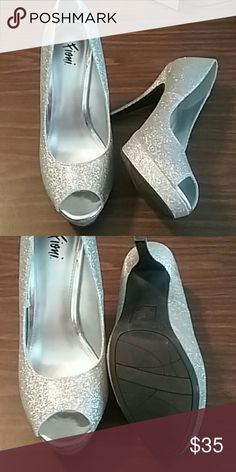 489d80007c3 Fioni Silver Glitter Platform Pumps Title says it all. Barely used