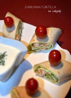 Zawijana tortilla to świetna propozycja przekąski na wszelkiego rodzaju imprezy. Będzie szybko, pysznie i apetycznie. U mnie z piersią...