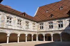 Musée du temps à Besançon Vue du palais Granvelle et de sa cour intérieure