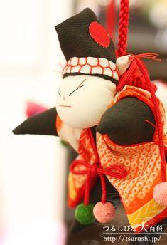 つるし雛(つるしひな 吊るし飾り)の写真紹介(ギャラリー) Japanese Paper, Modern Traditional, Fabric Scraps, Paper Dolls, Hand Sewing, Origami, Arts And Crafts, Christmas Ornaments, Holiday Decor