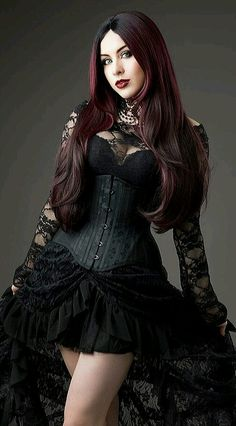 Top Gothic Fashion Tips To Keep You In Style. As trends change, and you age, be willing to alter your style so that you can always look your best. Consistently using good gothic fashion sense can help Hot Goth Girls, Punk Girls, Goth Beauty, Dark Beauty, Gothic Outfits, Gothic Dress, Gothic Steampunk, Steampunk Fashion, Victorian Gothic