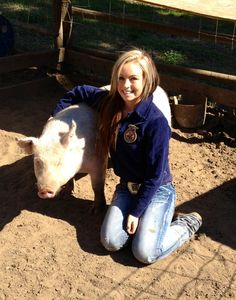FFA pig, senior picture idea! - minus the pig and replace with a horse
