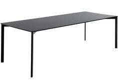 Y! Table från GUBI hos ConfidentLiving.se