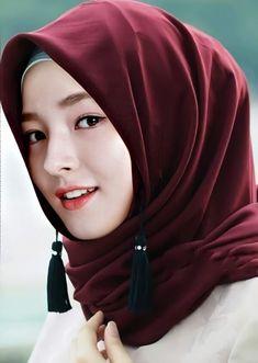 Girl in Hijab Islamic Fashion, Muslim Fashion, Hijab Fashion, Beautiful Hijab Girl, Beautiful Muslim Women, Hijab Niqab, Hijab Chic, Hijabi Girl, Girl Hijab