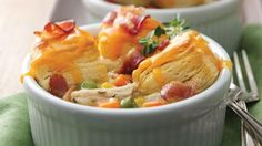 Looking for wonderful meal made using Green Giant® frozen mixed vegetables and Pillsbury® biscuits? Then check out these bacon and chicken pot pies – a perfect dinner.