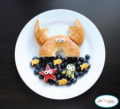 Part 5 of our collection of 10 Amazingly Appetising food art designs to make your kids smile, and hopefully eat their snacks. These incredible works of food art look too good to eat! Cute Snacks, Lunch Snacks, Cute Food, Good Food, Yummy Food, Kid Snacks, Party Snacks, Toddler Meals, Kids Meals