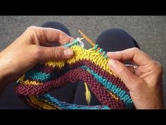 An up close demonstration of how to KNIT JOGLESS STRIPES by Judy Graham, Knitter to the Stars, whos knits have appeared in movies, TV, and concerts for over 30 years and who has been hand knitting for over 50 years. Beginner Knitting Projects, Knitting Basics, Knitting Help, Knitting Stiches, How To Start Knitting, How To Purl Knit, Knitting Videos, Yarn Projects, Knitting For Beginners