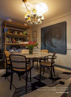 Decoração de: Sala de jantar; lustre pendente com cúpulas; Casa de Valentina