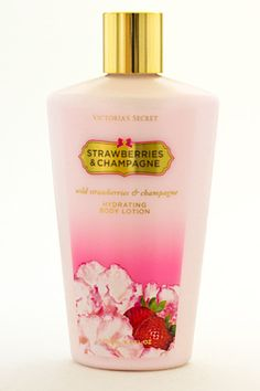 Fragrant juice of fresh strawberries – the best lotion! This is a miracle cure to remove age spots and freckles.