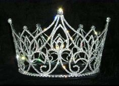 If I was queen, I would wear a crown like this every day!