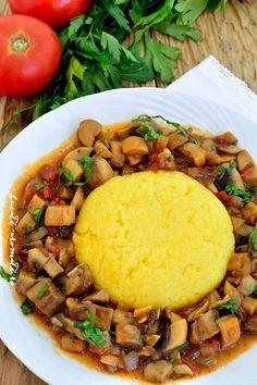 Tocanita de ciuperci alaturi de o mamaliguta este o mancare traditionala, rapida si foarte gustoasa. E potrivita pentru pranz sau cina si pe gustul tuturor. Raw Vegan Recipes, Diet Recipes, Vegetarian Recipes, Cooking Recipes, Healthy Recipes, Veggie Dishes, Vegetable Recipes, Romanian Food, Healthy Cooking