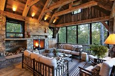 Beautiful rustic log cabin vacation home
