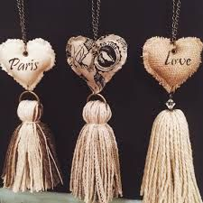 … make paper tops! Diy Tassel, Tassels, Diy And Crafts, Arts And Crafts, Heart Art, Sewing Projects, Creations, Jewelry Making, Valentines