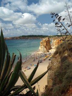 Una sección de la idílica playa de Praia de Rocha, en la costa sur de la región portuguesa del Algarve.
