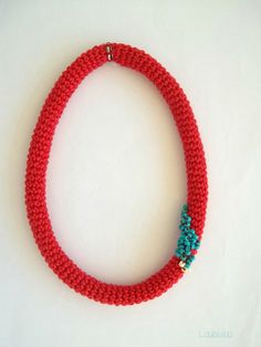 crochet necklace - would look good in all beads too :)