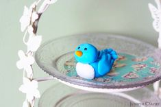 In this tutorial we show you how to create your own beautiful sugarpaste/fondant bluebird; perfect to nestle atop cupcakes or feature as cake toppers! Crazy Birthday Cakes, Fairy Birthday Party, Bird Cakes, Cupcake Cakes, Sugar Animal, Spring Cupcakes, Bird Cake Toppers, Edible Glue, Fondant Animals