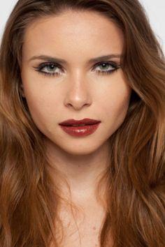 Delineador violeta e boca marrom são tendências para o inverno; veja o passo a passo - Beleza - UOL Mulher