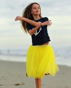 Picture of Kristina Pimenova Young Models, Child Models, Cristina Pimenova, Santa Dress, Russian Beauty, Famous Girls, Russian Models, Fashion Poses, Teen Vogue