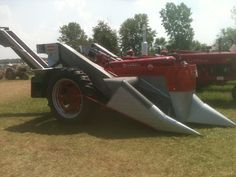 Super M with New Idea Mounted Corn Picker. My Dad paired his with a Farmall 560 Gas Farmall Tractors, Future Farms, Farm Toys, Vintage Tractors, Down On The Farm, International Harvester, Ih, Farm Life, Farming
