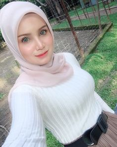 Muslim Fashion, Hijab Fashion, Girl Fashion, Hijabi Girl, Girl Hijab, Beautiful Hijab, Beautiful Women, Arab Girls Hijab, Lady