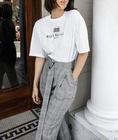 The days of graphic tees may have come and gone, but the logo trend is far from over. Whether adapted to weekend gym wear or tucked into high-waisted skinnies, the logo tee is defying genres. We curated the best Top 10 Logo Tees that you must get! Fashion Pants, Star Fashion, Fashion Outfits, Balenciaga, Bape, Logo Tee, 10 Logo, Fendi, Hypebeast Outfit