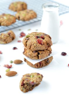 Paleo breakfast cookies - Easy Clean Eating Cookie with Almond Butter and pumpkin Seeds. Protein loaded. No added sweetener. 100% sweetened with dates.
