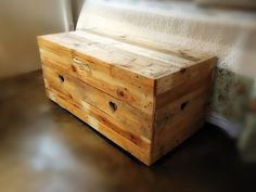 Simple chest made of pallets. Quite easy. The most difficult part is always disassemble and cleaning.