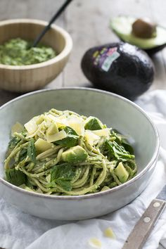 Pasta with avocado and spinach – Easy meal – Brenda Cooks – Typical Miracle Healthy Pasta Recipes, Veggie Recipes, Vegetarian Recipes, Avocado Pasta, Vegetable Pasta, English Food, Happy Foods, Perfect Food, How To Cook Pasta