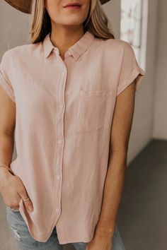 Short Sleeve Button Up Top. Modest outfit ideas for women. Lightweight tops for warm weather. Date night outfit ideas. Modest Outfits, Cool Outfits, Casual Outfits, Women's Casual, Girly Outfits, Smart Casual, Beautiful Outfits, Night Outfits, Simple Outfits