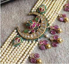 Pearl Necklace Designs, Jewelry Design Earrings, Gold Jewellery Design, Bead Jewellery, Beaded Jewelry, Gold Jewelry, Wedding Jewelry, Temple Jewellery, Bridal Jewellery