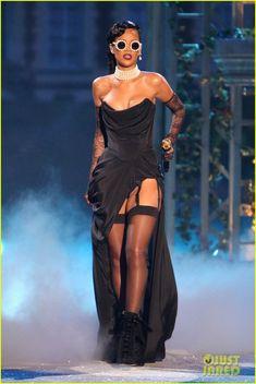 Rihanna: Victoria's Secret Fashion Show 2012 Performance! | rihanna victorias secret fashion show 2012 performance 01 - Photo Gallery | Just Jared