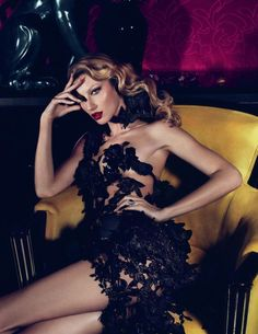 Gisele Bundchen for Vogue Turkey March 2011 photographed by Mert & Marcus . Gisele Bundchen turns up the heat for the March cover shoot (. Foto Fashion, Fashion Models, High Fashion, Fashion Beauty, Icon Fashion, Fashion Portraits, Purple Fashion, Classic Fashion, Gisele Bundchen