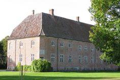 Gammel Ryomgård hovedgård på Djursland 24 km vest for Grenaa.